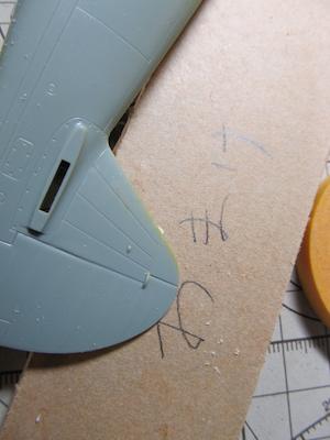 P40B垂直尾翼アンテナ線取り付け部